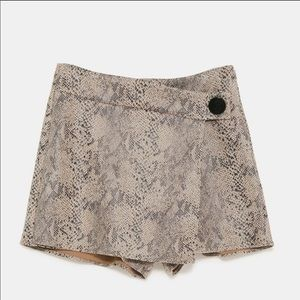 Zara Shorts - Zara Snake Print Skort (M)